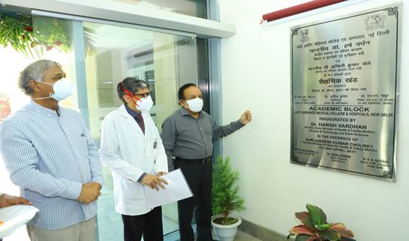 Dr Harsh Vardhan Reviews COVID Facility at Lady Hardinge Medical College