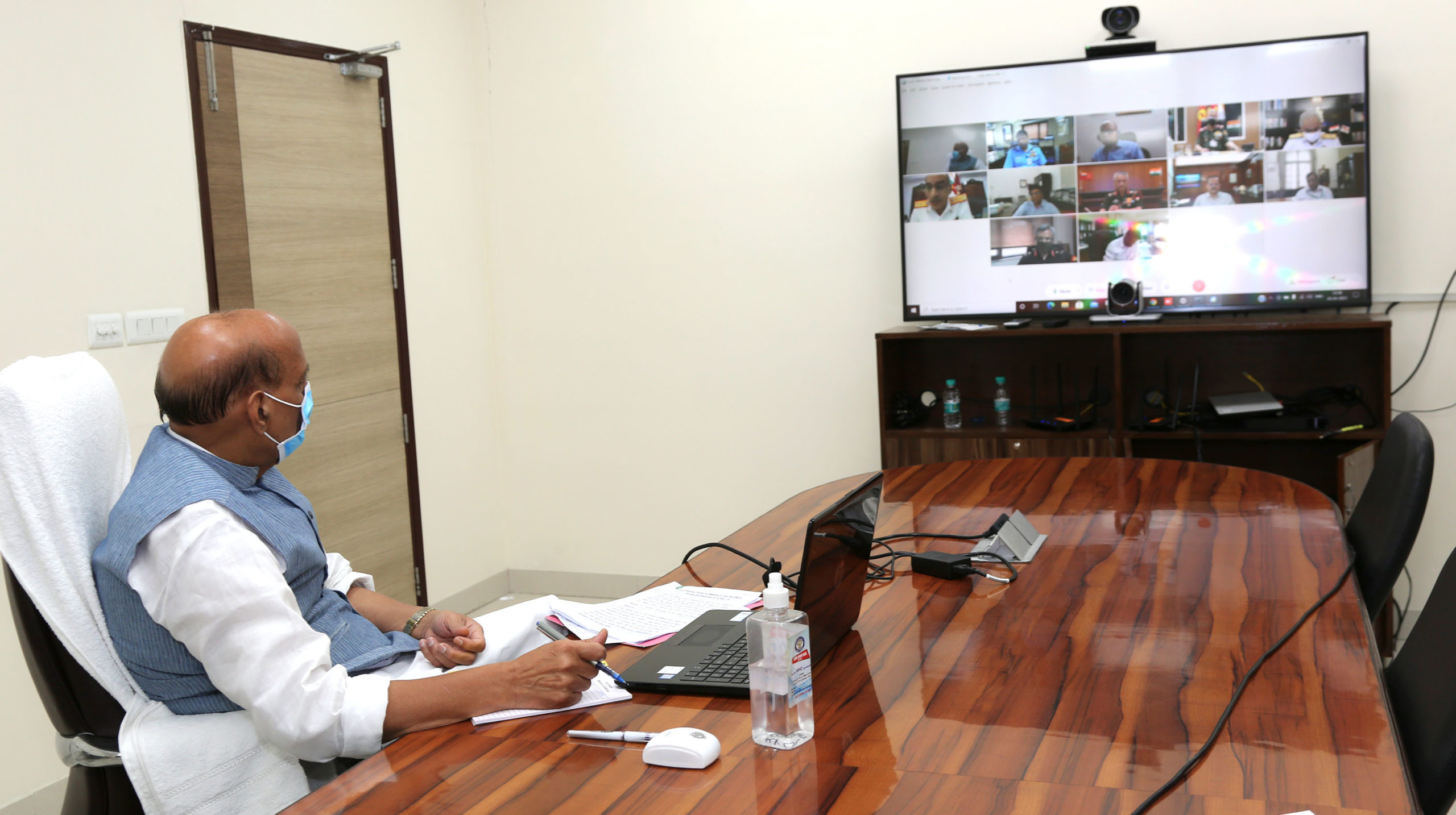 Raksha Mantri Shri Rajnath Singh reviews preparedness of Ministry of Defence &Armed Forces amid spike in COVID-19 cases