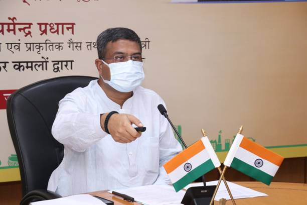 Shri Dharmendra Pradhan dedicates to the nation 201 CNG plants and commencement of PNG supply in Jhansi;