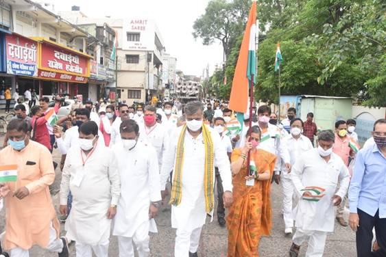 Shri Prahlad Singh Patel leads the programme organised to observe Flag Satyagraha in Jabalpur, Madhya Pradesh today as part of Azadi Ka Amrit Mahotsav