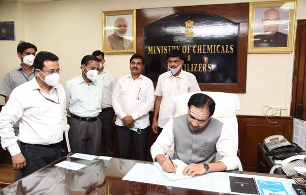 Shri Bhagwanth Khuba takes charge as Minister of State for Chemicals and Fertilisers