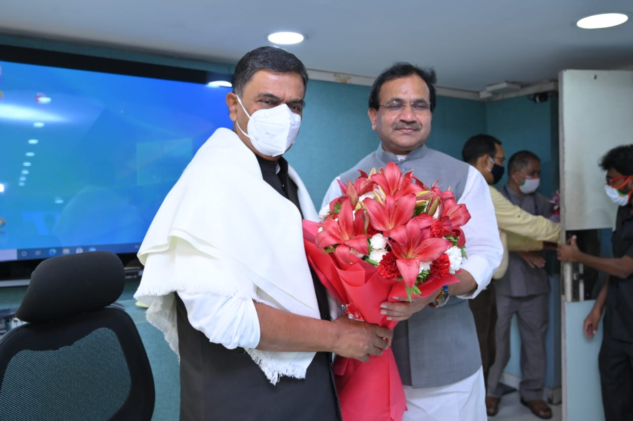 Shri Bhagwanth Khuba takes charge as Minister of State for New and Renewable Energy