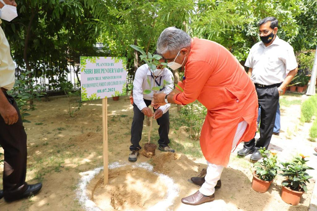 Shri Bhupender Yadav takes charge as Minister of Environment, Forest and Climate Change