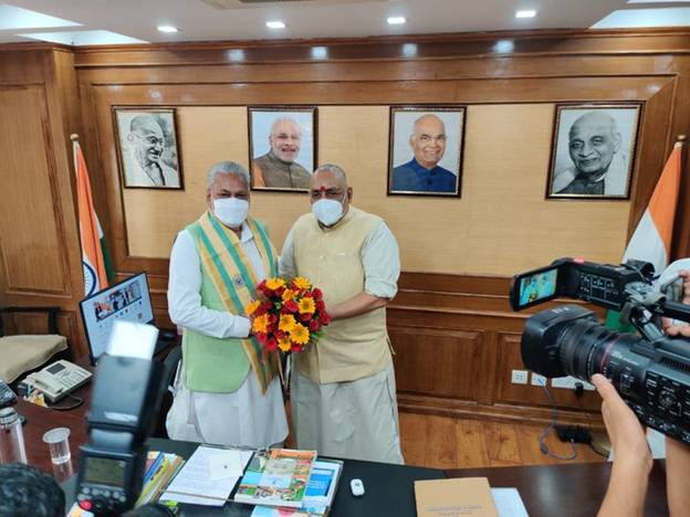 Shri Parshottam Rupala takes charge as Minister of Fisheries, Animal Husbandry and Dairying