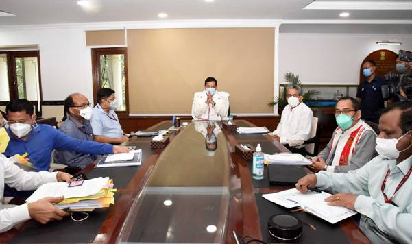 Union Minister of Ports, Shipping and Waterways Shri Sarbananda Sonowal reviews ongoing projects of the Ministry