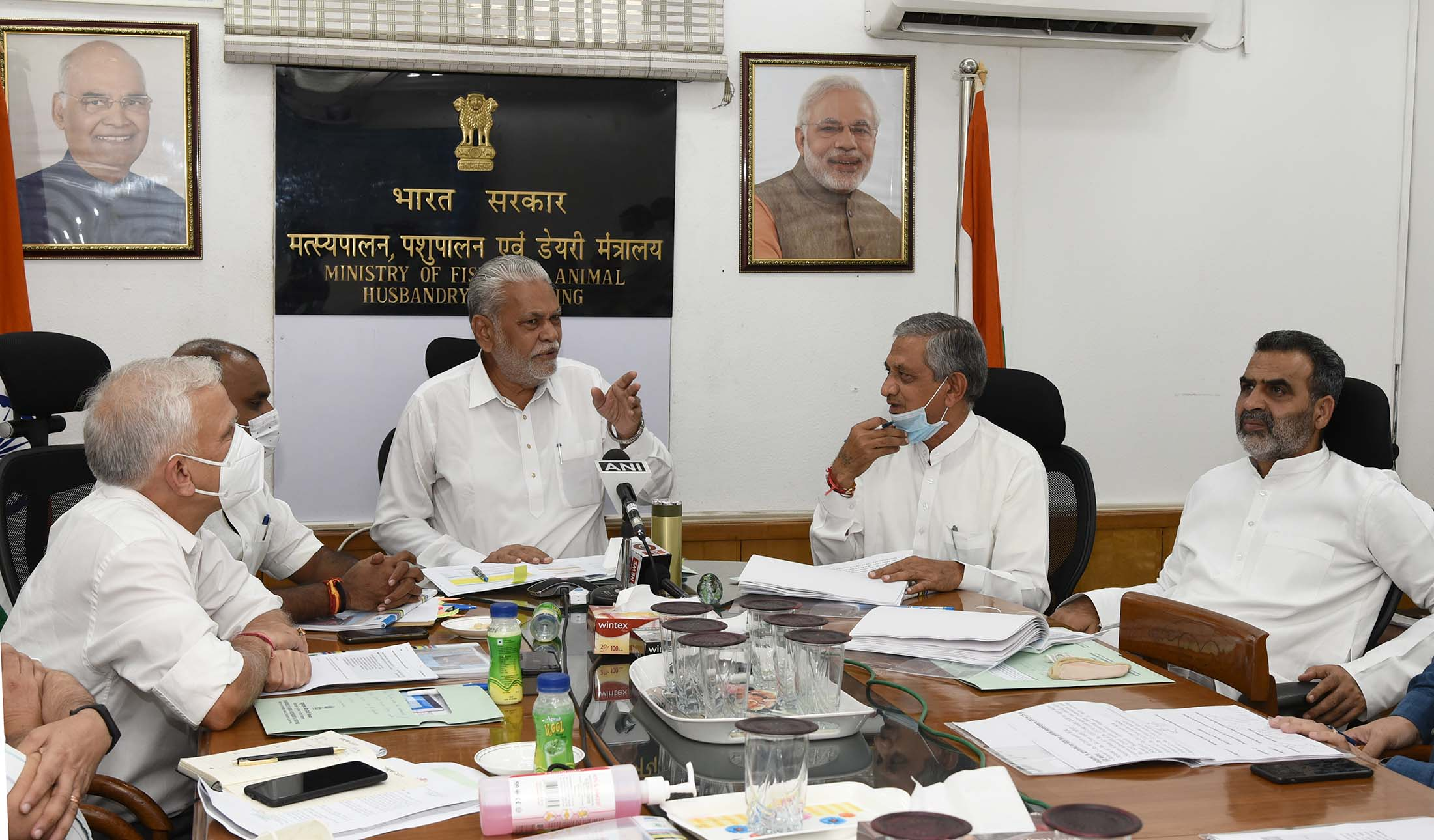 Union Minister of Fisheries, Animal Husbandry and Dairying chairs review meeting with Gujarat State Animal Husbandry and Dairying Minister
