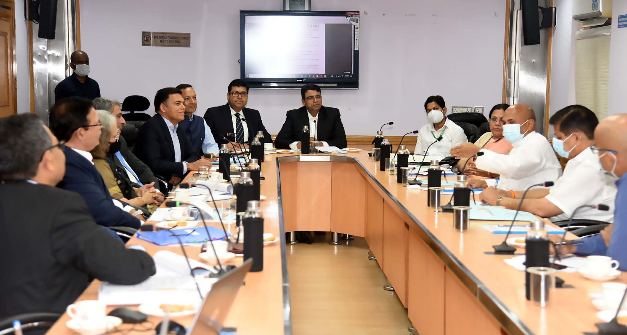 Union Steel Minister says Collaborative action needed for enhancing domestic Steel Consumption in National Infrastructure Pipeline and in Rural Areas ; Holds Meeting with Indian Steel Association