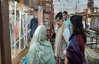 Secretary, Ministry of Textiles visits the Work Premises of Shri Gopal Saini, Shilpguru to oversee the ongoing Handicrafts Technical Training Programme (HTTP) sanctioned in Blue Pottery Craft;