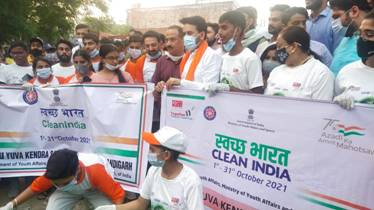 Union Minister for Youth Affairs & Sports Shri Anurag Thakur motivates youth for 'Clean India Programme'